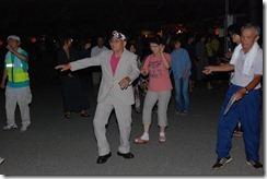 村長が盆踊り