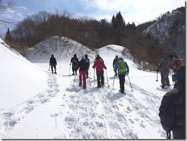 緩い登り坂からトレッキングスタート